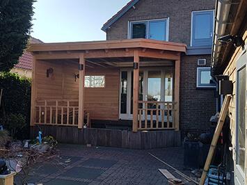 Aanbouw_houten_veranda_projectfoto